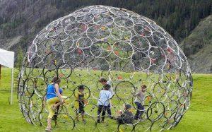 Fabrication d'un dôme en roues de vélo à Tulle