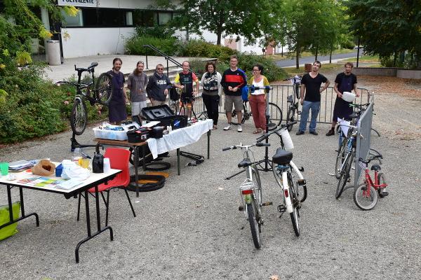 Contrôles techniques itinérants de vélos sur le quai Baluze @ Quai Baluze